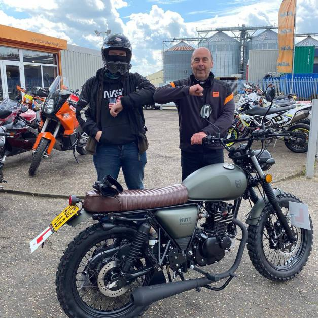 Another happy customer collecting his @muttmotorcycles Hilt 125 retro, May 2021